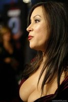 Jennifer Tilly enseñara poker a Lisa Simpson