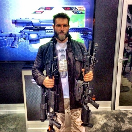 top-10-fotos-wtf-dan-bilzerian-06
